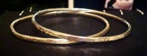 thin gold rings mary