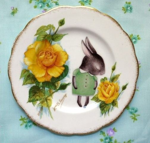 How cute is this plate! I really couldn't resist. Yellow flowers are so neutral, that you could gift this to anyone!