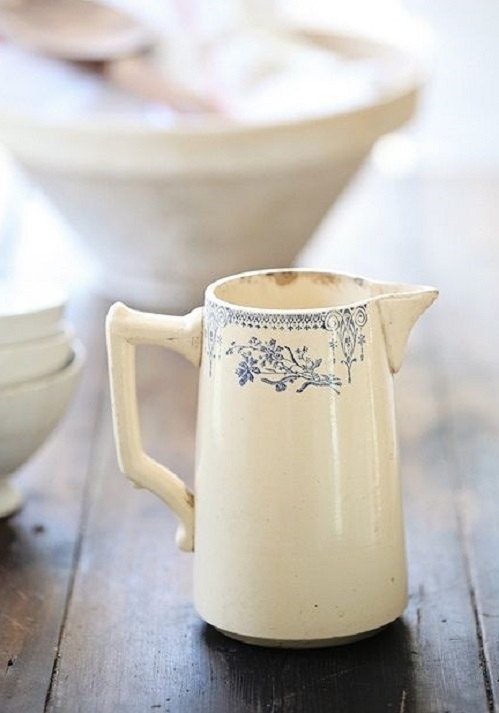 So delicate! What a lovely jug, that would feel right at home in someones kitchen today.