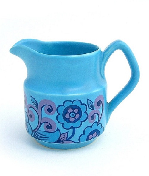 How cute is this little jug and I absolutely adore the blue colour. It just pops!
