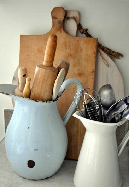 Makes me think of a French vintage kitchen looking at these jugs! Perfection.
