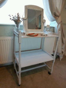Turn a trolley into a dressing table.